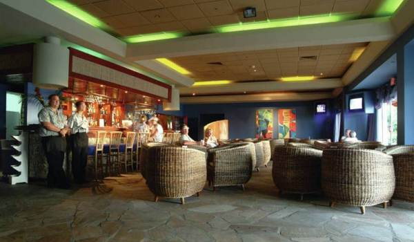 600x350-Aruba-Holiday-Inn-Sunspree-Resort-Bar