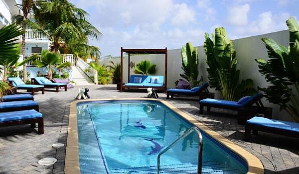 600x350-Dolphin-Suites-zwembad2