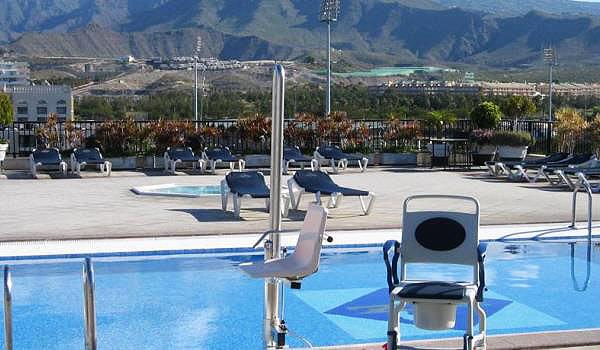 600x350-Hotel-Zentral-Center-poollift1