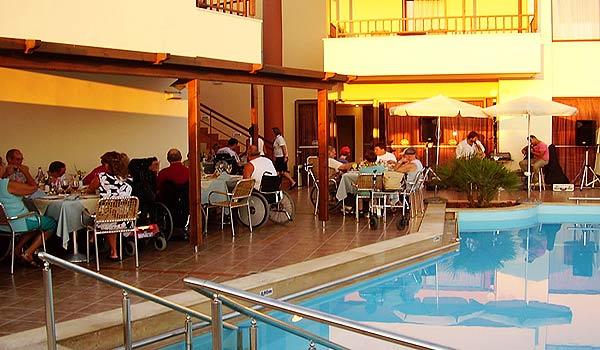 600x350-Kreta-Eria_Resort_Eten_groep