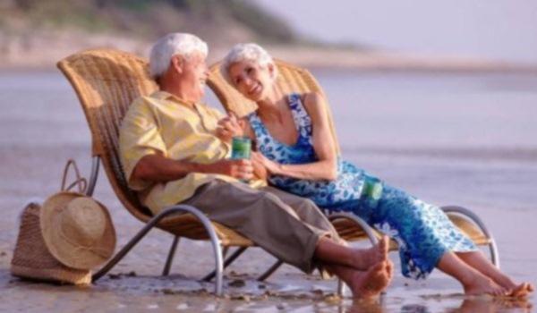 600x350-Senioren-op-strand