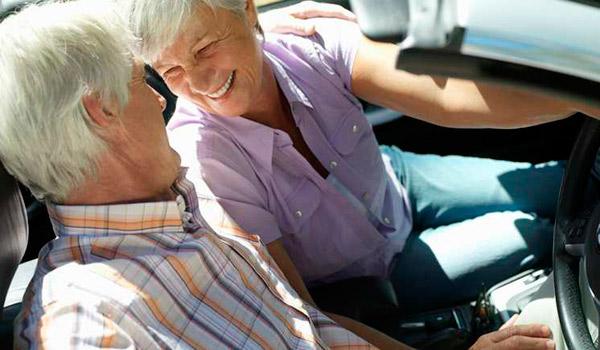 600x350-senioren-in-auto