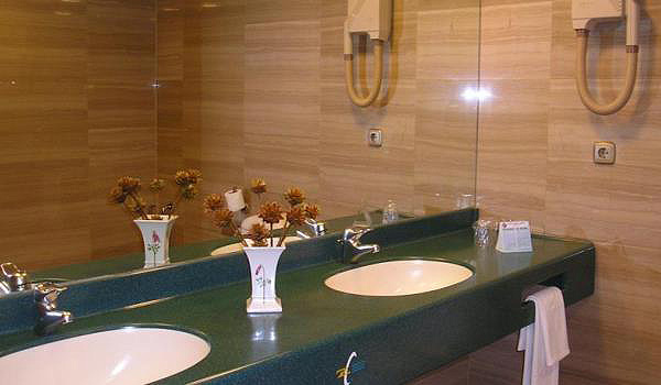 600x350-Hotel-Zentral-Center-wasbak